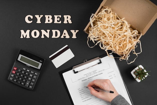 Flat lay cyber montag ereigniselemente mit text
