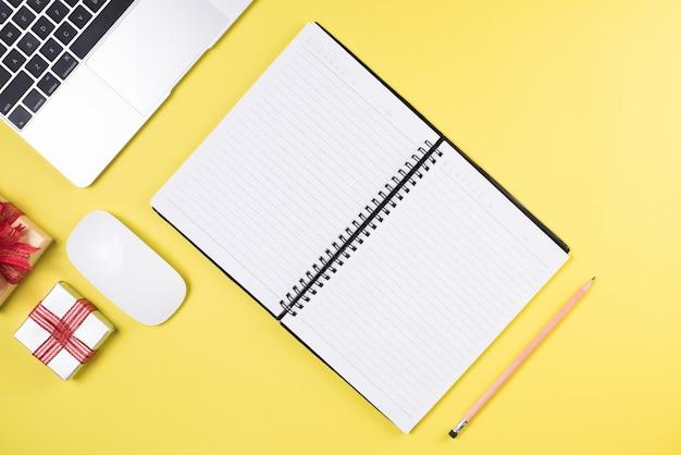 Flat lay, draufsicht schreibtisch schreibtisch. arbeitsbereich hintergrund