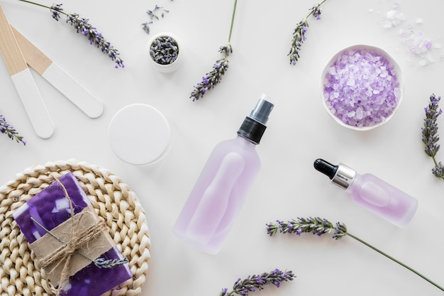 Flat lay home spa mit lavendelkonzept