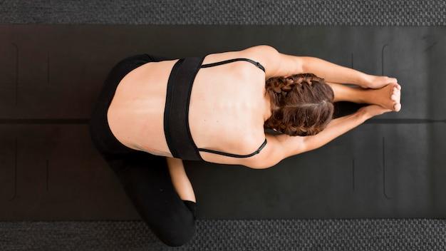 Flat lay stretching und sport zu hause konzept