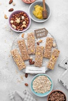 Flat lay zuckerfreie snackbars anordnung