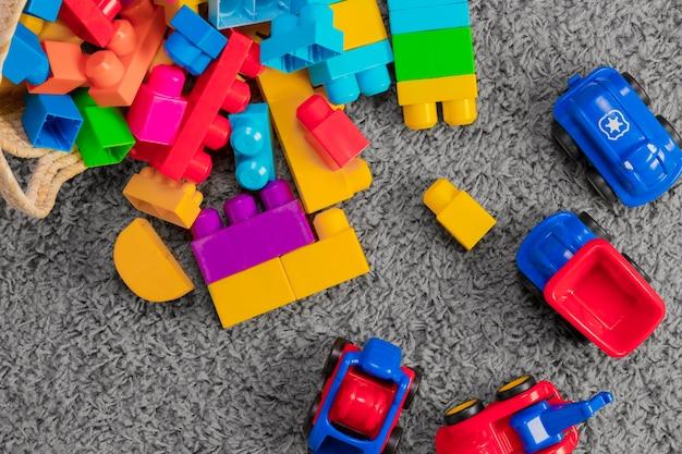 Flat lay zusammensetzung von spielzeug