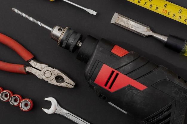 Flatlay von geräten oder handwerkzeugen für reparaturarbeiten