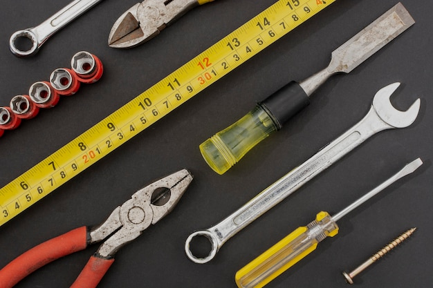 Flatlay von handwerkzeugen für bauarbeiten