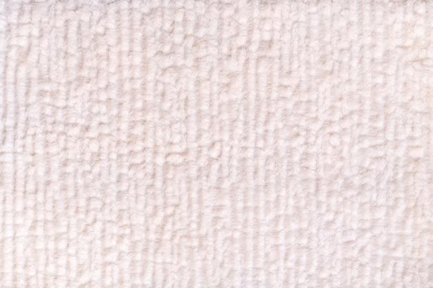 Flaumiger hintergrund der weißen perle des weichen, flaumigen stoffes. beschaffenheit der textilnahaufnahme.