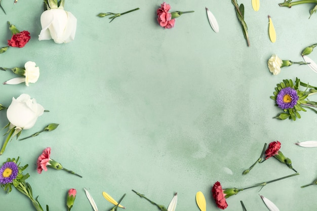 Flay lag rahmen von nelkenblumen mit kopienraum
