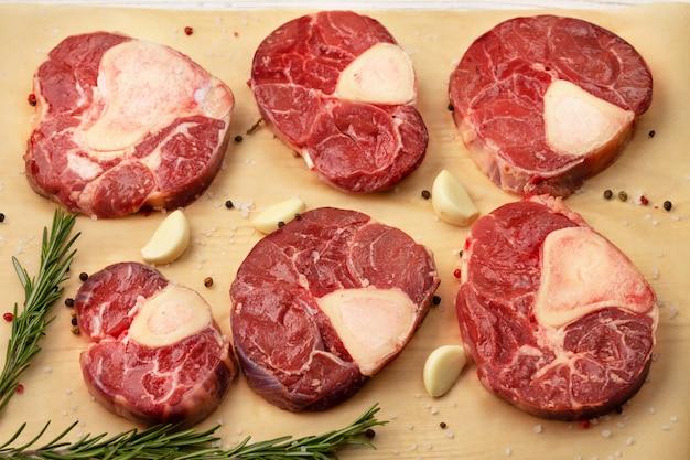 Fleisch geschnitten in rindfleisch osso bucco, querschnitt von rindfleisch
