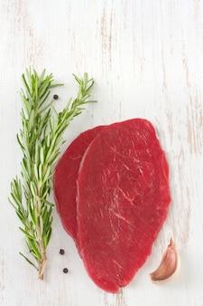 Fleisch mit rosmarin