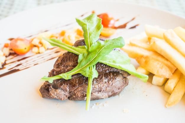 Fleisch mit salat