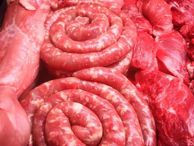 Fleisch mit würstchen und rindersteaks