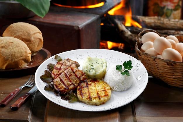 Fleisch reis gemüse kartoffel