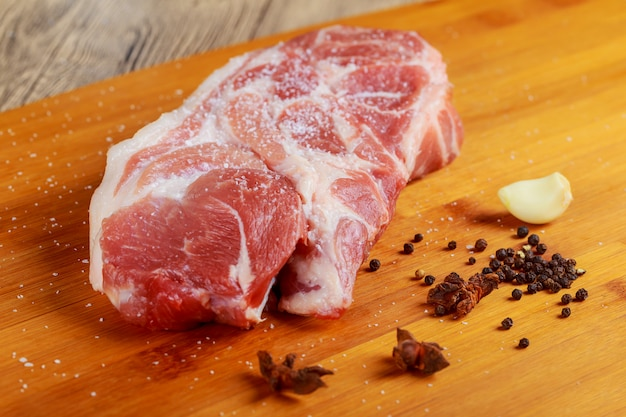 Fleisch. rindfleisch, kalbfleisch frisches rinderfilet, stück ohne knochen.