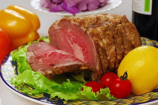Fleisch rindfleisch klumpen zitrone gebratenem stück grün
