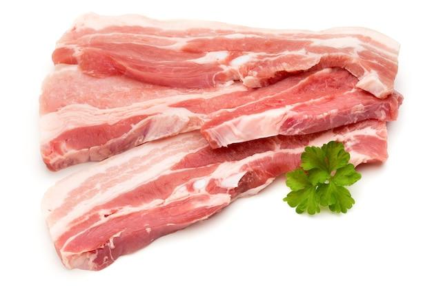 Fleisch schweinefleisch scheiben isoliert auf der weißen oberfläche.
