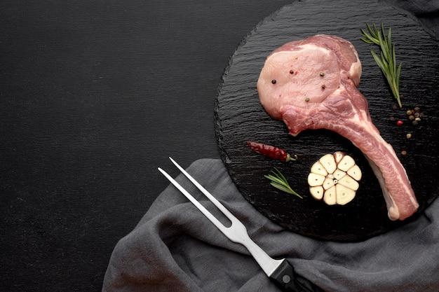 Fleisch zum kochen vorbereitet