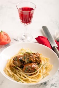 Fleischbällchen in tomatensauce
