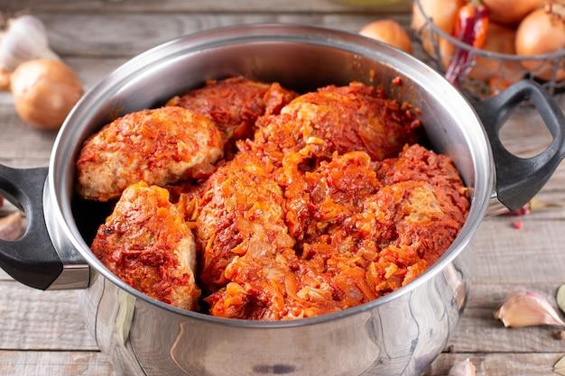 Fleischbällchen mit kohl