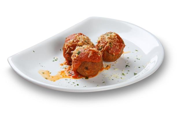 Fleischbällchen mit tomatensauce.