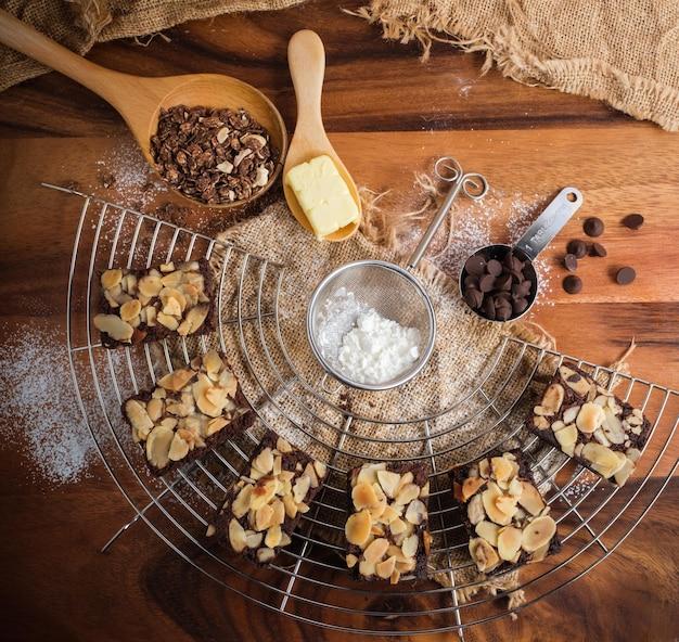 Fleischig gebackene mandel brownies