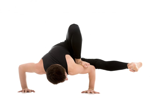 Flexible kerl seinen körper zu steuern