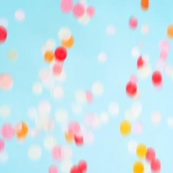 Fliegende bewegende helle konfetti. festliche party hintergrund.