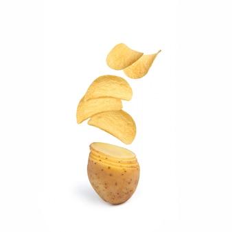 Fliegende chips. kartoffeln werden zu pommes. kreative fotografie.