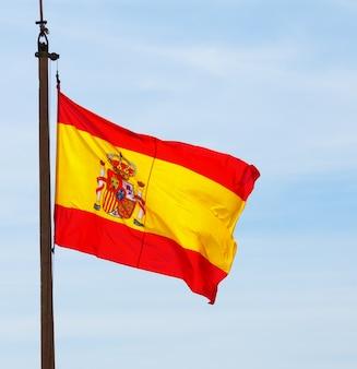 Fliegende spanien flagge
