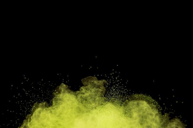 Fliegende undeutliche farbpulverwolke