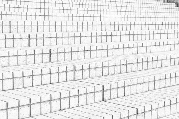 Fliesen treppen in schwarz-weiß-ton