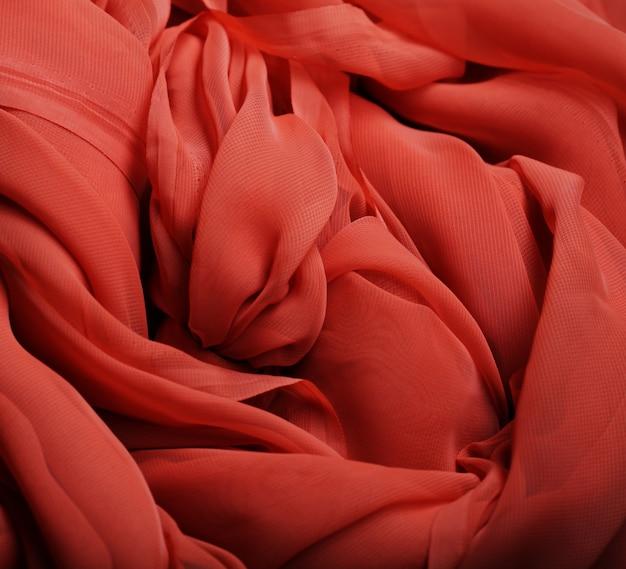 Fließender roter stoff