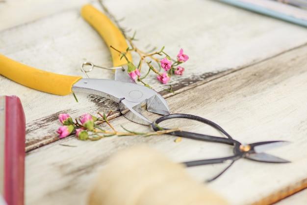 Florist desktop mit arbeitsgeräten
