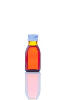 Flüssiger drogensirup in der flasche