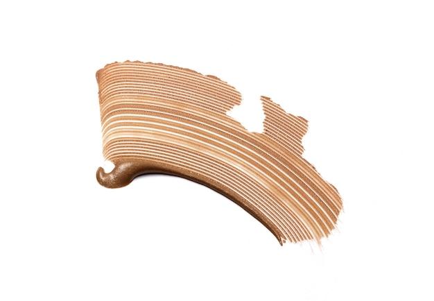 Flüssiger foundation swatch-fleckabstrich isoliert auf weiß