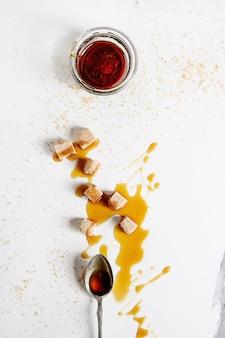 Flüssiger zucker karamell