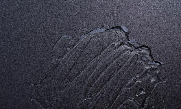 Flüssiges kosmetisches gel auf grauem hintergrund