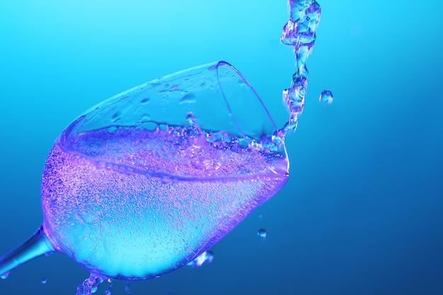 Flüssigkeit fließt in das glas