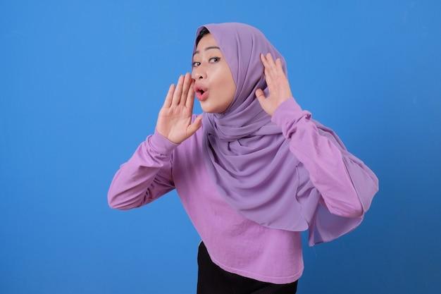 Flüsterte und hörte etwas von jungen schönen muslimen