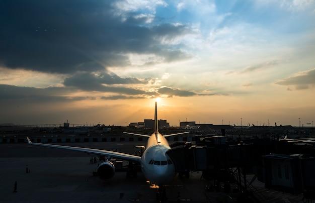 Flughafen flugzeug flugzeug luftfahrt transport reise