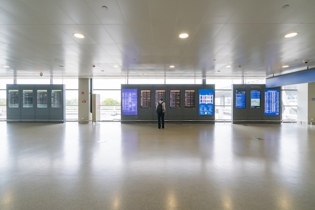 Flugplan zeitplan, reisen am internationalen flughafen überprüfung flugplan elektronische tafel