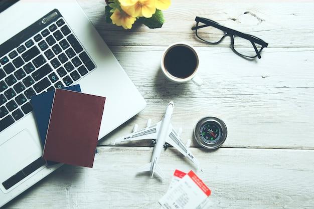 Flugreisen und technologiekonzept