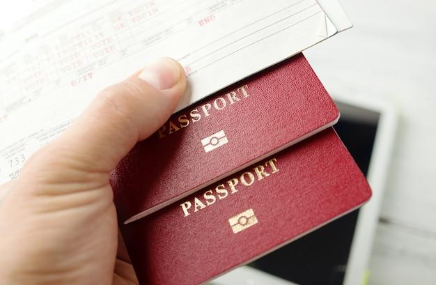 Flugtickets, reisepässe und kreditkarte, tourismus und planung