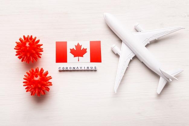 Flugverbot und geschlossene grenzen für touristen und reisende mit coronavirus covid-19. flugzeug und flagge von kanada auf einem weißen