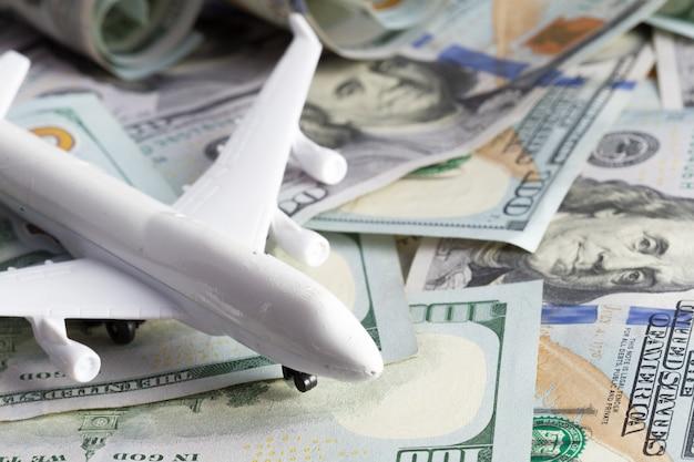 Flugzeug auf dem geld