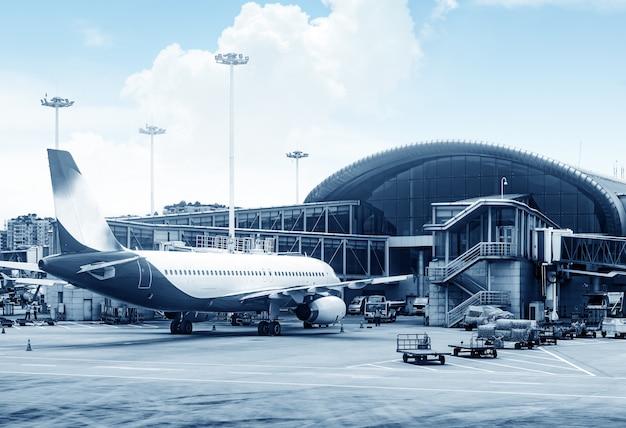 Flugzeuge des flughafens shanghai pudong