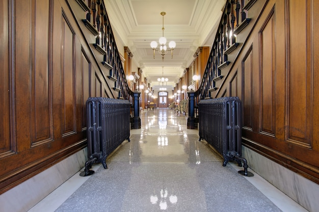 Flur mit antikem heizkörper in pioneer courthouse