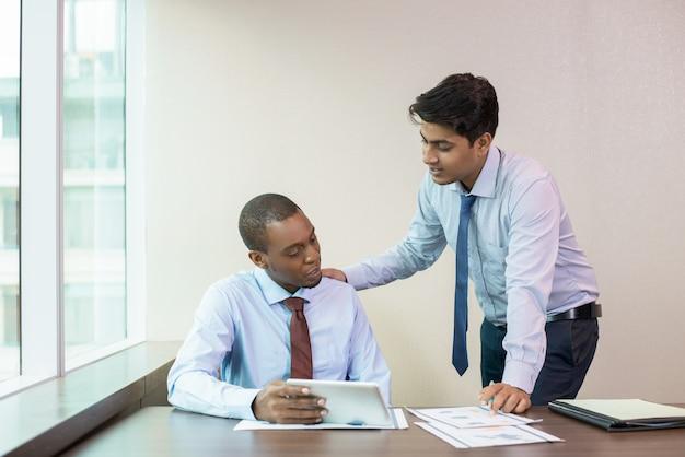 Fokussierte neue mitarbeiter beratung mentor