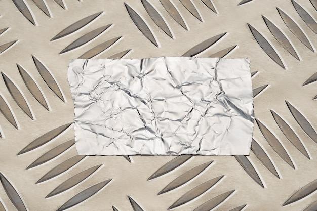 Folienbandaufkleber auf rutschfester aluminiummetallplatte mit rautenmuster