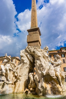 Fontana dei quattro fiumi auf der piazza navona in rom, italien, entworfen von bernini um 1651