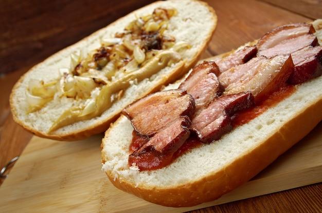 Fools gold loaf - amerikanisches tatsächliches sandwich war ein laib brot, und ein ganzes glas traubengelee und ein pfund speck