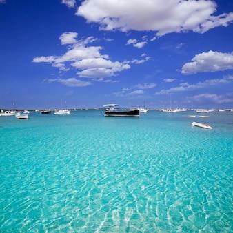 Formentera-boote am estany des peix-see